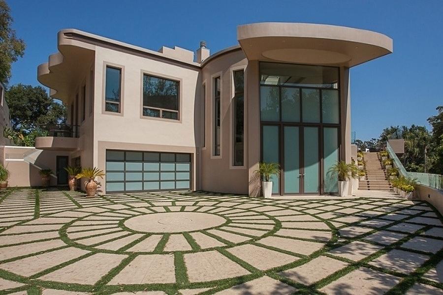 Rihanna zet Pacific Palisades-villa voor 13 miljoen euro te koop